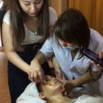 老化肌肤治疗方案   脸部刮痧美白按摩